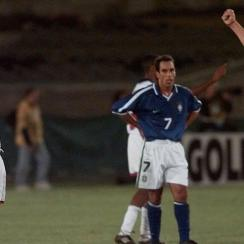 USA beats Brazil in the 1998 Gold Cup