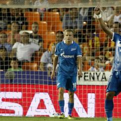 Hulk scores on Valencia for Zenit in the Champions League