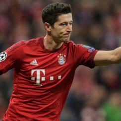 Robert Lewandowski scores for Bayern Munich vs. Dinamo Zagreb in Champions League