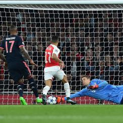 Manuel Neuer makes a save for Bayern Munich vs. Arsenal in Champions League