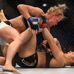 Holly Holm beats Ronda Rousey