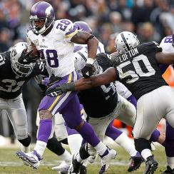 NFL Week 10: Vikings top Raiders, take first place in NFC North