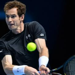 Andy Murray cut his own hair during a changeover of match against Rafael Nadal
