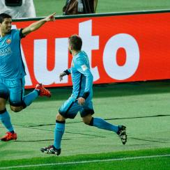 Luis Suarez scores a hat trick in Barcelona's win at the Club World Cup