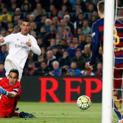 Cristiano Ronaldo scores the game-winning goal for Real Madrid at Barcelona in El Clasico
