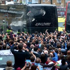 Manchester United's bus is blocked, attacked by West Ham fans