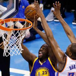 Kevin Durant blocks Draymond Green