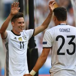 Julian Draxler and Mario Gomez lead Germany by Slovakia in Euro 2016