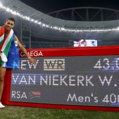 wayde van niekerk record 400m michael johnson