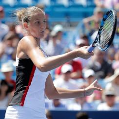 Angelique Kerber wastes chance to supplant Serena Williams at No. 1