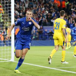 Islam Slimani scores a Champions League winner for Leicester City over Porto