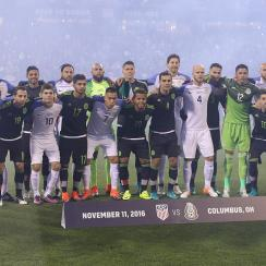 USA and Mexico players pose before their World Cup qualifier