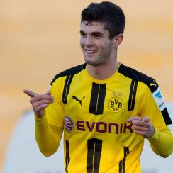 Christian Pulisic signs a new deal with Borussia Dortmund through 2020