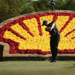 Henrik Stenson hits his tee shot on the 18th hole during the final round of the 2016 Shell Houston Open.