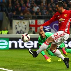 Henrikh Mkhitaryan opens the scoring for Manchester United vs. Anderlecht
