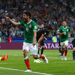 Oribe Peralta scores the winner for Mexico against New Zealand at the Confederations Cup