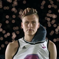Kristaps Porzingis credit card commercial (video)