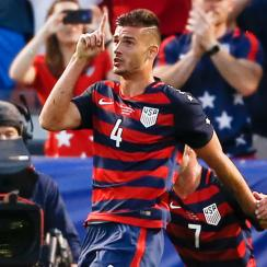 Matt Miazga scores the group-winning goal for the USA in the Gold Cup