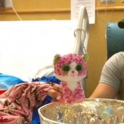 sidney crosby visits girl with cancer stanley cup