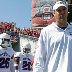 Lane Kiffin, Florida Atlantic lose to Wisconsin, 31–14