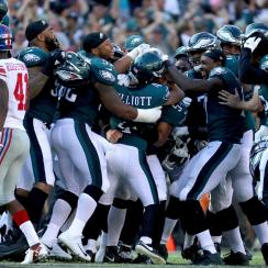 Jake Elliott was mobbed by teammates after his 61-yard field goal gave the Eagles a win over the Giants.