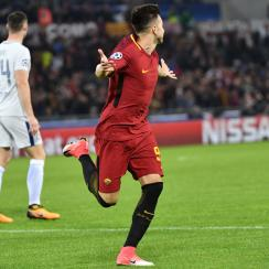 Stephan El Shaarawy scores for Roma vs. Chelsea in the Champions League