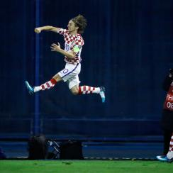 Luka Modric scores for Croatia vs. Greece in World Cup qualifying