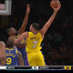 Lakers vs. Warriors: Larry Nance dunks on Kevin Durant (video)
