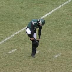 Donnie Jones: Eagles punter wears sweatpants on field (video)