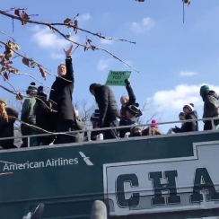 Eagles parade: Doug Pederson catches fan's beer (video)