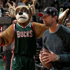 Aaron Rodgers joins Bucks ownership group