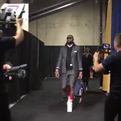 lebron james, LeBron James shorts suit, draymond green shorts suit, cleveland matching suits, cavaliers, warriors, cavs warriors, nba finals game 2, 2018 nba finals