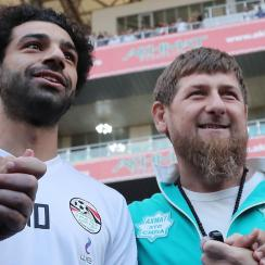 Chechen leader Ramzan Kadyrov poses with Mohamed Salah at Egypt's training session