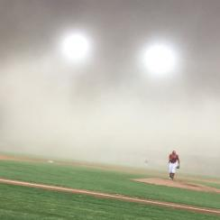 Dust storm in Arizona hits baseball game (video)