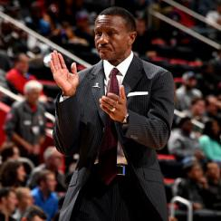 Dwane Casey receives standing ovation