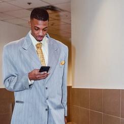 Delon Wright: Raptors G wears ugly suit to Bucks game (photo)