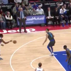 Pistons' Blake Griffin, Reggie Jackson pass aimlessly (video)
