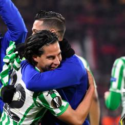 Diego Lainez scores his first goal for Real Betis in the Europa League