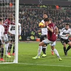 Chicharito scores for West Ham vs. Fulham