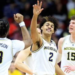 March Madness scores: Michigan, Kentucky reach Sweet 16