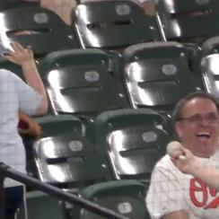 white-sox-fan-refuses-foul-ball