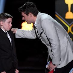 Canadiens' Carey Price reunites with fan Anderson (video)