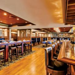 The restaurant serves lunch daily and offers a selection of post-round appetizers in the evening.