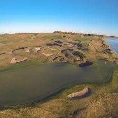 Whistling Straits features more than 500 bunkers.