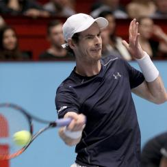 Andy Murray of Great Britain returns the ball to Jo-Wilfried Tsonga of France during their final match at the Erste Bank Open tennis tournament in Vienna, Austria, Sunday, Oct. 30, 2016. (AP Photo/Ronald Zak)