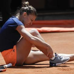 Romania's Simona Halep touches her ankle during her final match against Ukraine's Elina Svitolina at the Italian Open tennis tournament, in Rome, Sunday, May 21, 2017. (AP Photo/Gregorio Borgia)