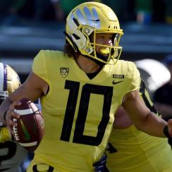 Report: Oregon QB Justin Herbert Likely to Return to School for Senior Season