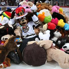 Hershey Bears Set World Record During Teddy Bear Toss