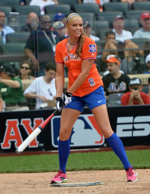 hitting a softball essay How to hit the ball properly in softball this article will help you improve your swing or teach you how to swing also, for the more advanced players, there will be some fundamentals that can be the difference between a single and a.