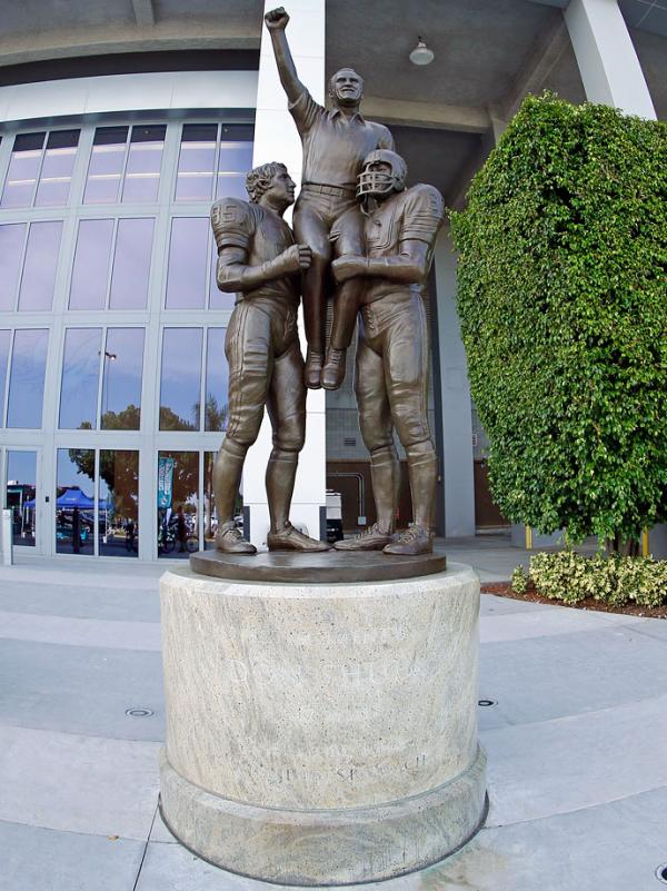 Colleges In Miami Florida >> Statues Honoring Players at NFL Stadiums | SI Kids